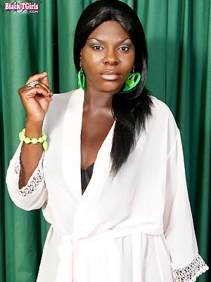 Thick ebony T-girl!